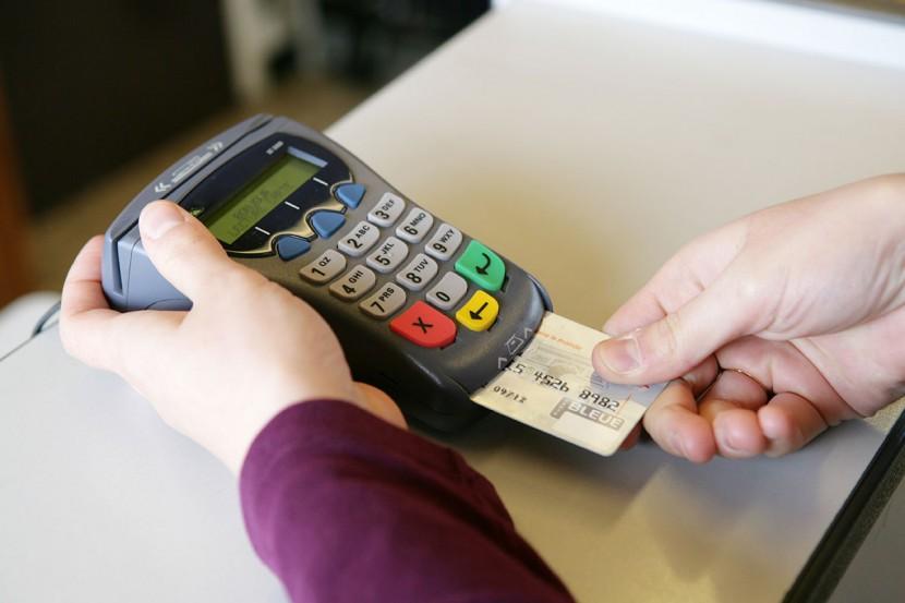 Dlaczego warto korzystać z kart płatniczych